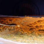 Bouillon de légumes en poudre maison - Gratter la surface de la pâte de temps en temps à l'aide d'une fourchette.