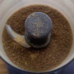 Bouillon de légumes en poudre maison - Mixer les morceaux de pâte jusqu'à l'obtention d'une poudre homogène.