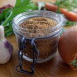 Bouillon de légumes en poudre maison - Verser la poudre obtenue dans les bocaux stérilisés.