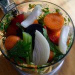Bouillon de légumes en poudre maison - Mixer une première fois, puis ajouter le sel. Mixer de nouveau.