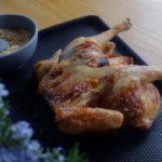 Poulet en crapaudine au citron et au chorizo - Sortir le poulet du four et le transférer dans une plaque.